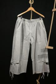Kekoo 7/8 broek met leuke details  54-56