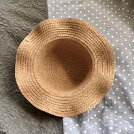 Luxe rieten poppenhoed met golvende rand