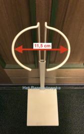 Stevige metalen poppenstandaard voor een 90 tot 100 cm lange pop  ( o.a. Himstedt).