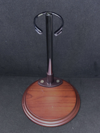 Vintage poppenstandaard rond hout + metaal voor een tot 30 tot 40 cm lange pop  .