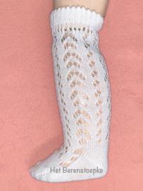 Kantgebreide sokjes voor een grote pop of een kindje.