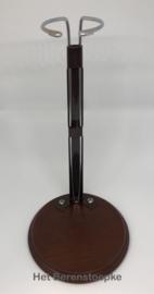 Vintage poppenstandaard hout + metaal voor een tot 42 tot 65 cm lange pop met smalle taille.