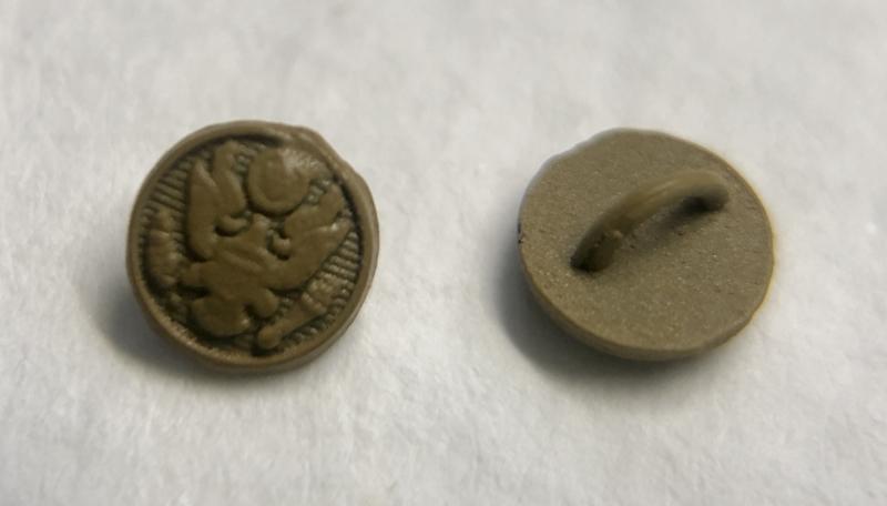 10 mini metalen poppenknoopjes 4 mm doorsnede met gevleugelde helm motief.