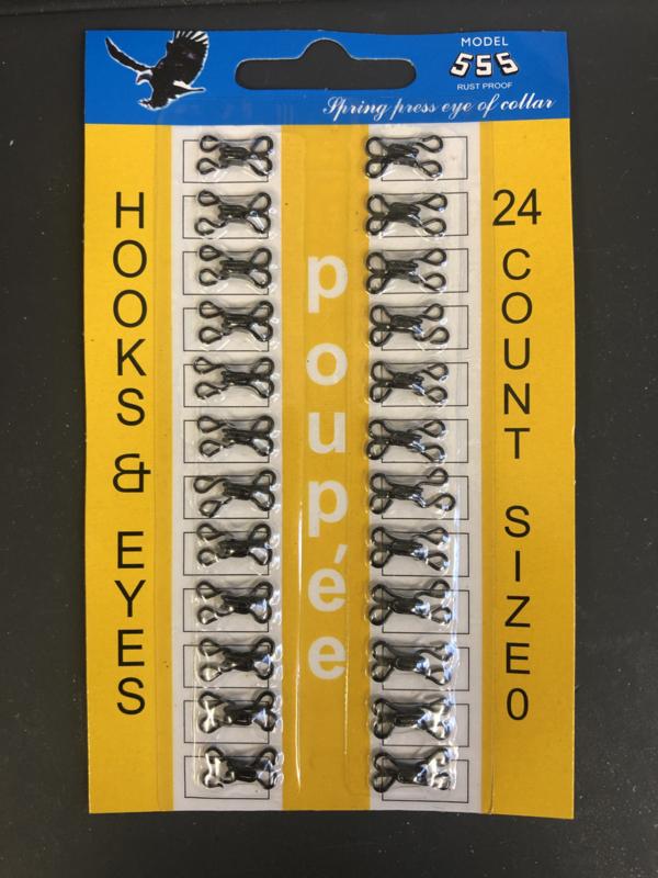Klein formaat haak en oog 24 stuks op een kaartje.