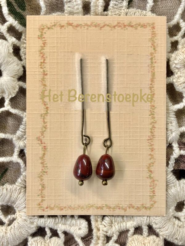 Oorbellen voor antieke pop rode jaspis,  rood bruin .