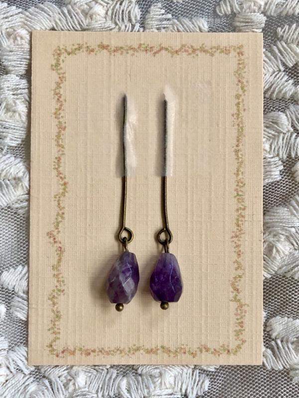 Oorbellen voor antieke pop amethist, donker violet.