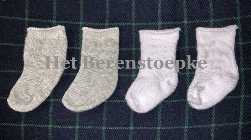 Katoenen poppen sokjes \ kousjes .