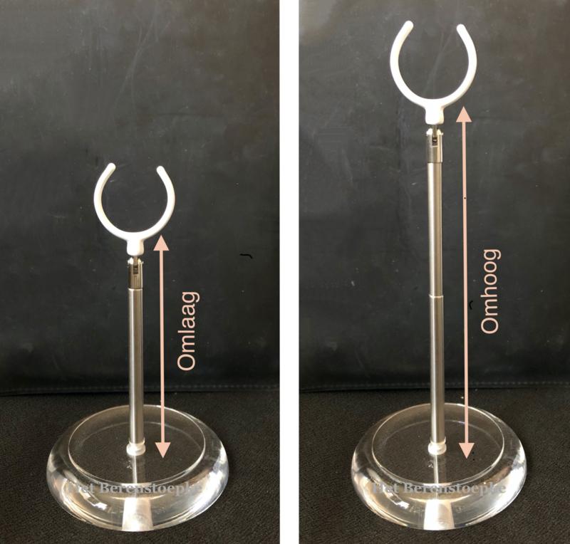Poppenstandaard \  zit-standaard 10,5 tot 17,5 cm hoog.