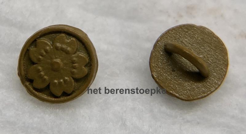 10 mini metalen poppenknoopjes 4 mm doorsnede met bloemmotief.
