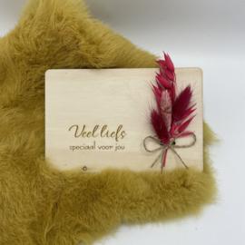 Houten kaartje Veel liefs speciaal voor jou droogbloemen (liggend)