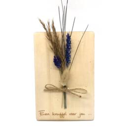 Houten kaartje Een knuffel voor jou droogbloemen