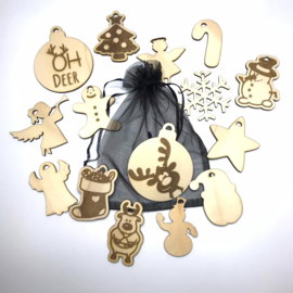 Zakje met houten kerstfiguren