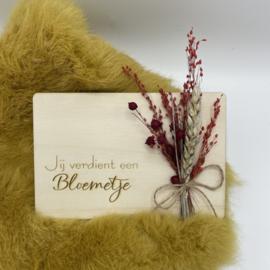 Houten kaartje Jij verdient een bloemetje droogbloemen (liggend)