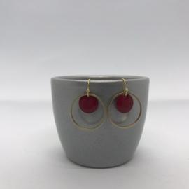 Oorbellen rond goud  en vol rood