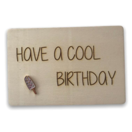 Houten kaartje Have a cool birthday Gespikkeld ijsje