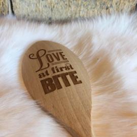 Houten lepel, love at first bite