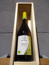 Witte wijn in wijnkist