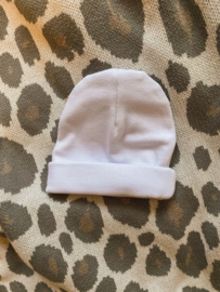 Newborn mutsje wit