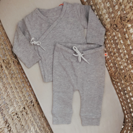 NEWBORN | Overslag shirt en broek light grey