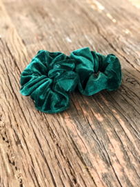 Velours green scrunchie