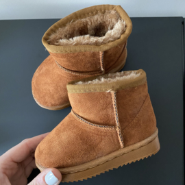 Snow boots camel