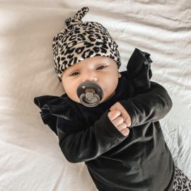 Knoopmutsje velours leopard