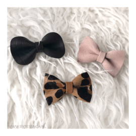 SUÈDE PINK BOW PIN