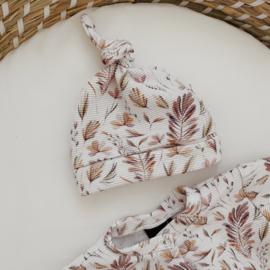 NEWBORN   Knoopmutsje rib leaves
