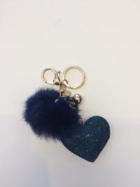 Sleutelhanger pompon hartje   donkerblauw