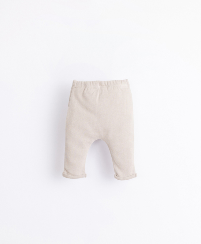 Play Up - Trousers with a Decorative Button Simplicity