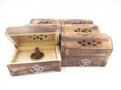 [N-0225 ]Wierookhouder Kegel kistje hout OHM teken.