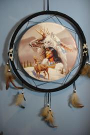 *[ N-0554 ] Sier Dromenvanger 38 cm. Indiaan met Wolf en Herten
