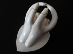 [ N-0206 ] Kaartjes houder handen wit.