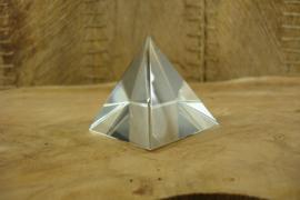 *[ N-0390 ] Piramide 5 x 5 cm. Geheel Helder