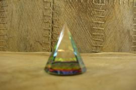 *[ N-0325 ] Kristal Piramide 4 cm. rond, Gekleurd in midden
