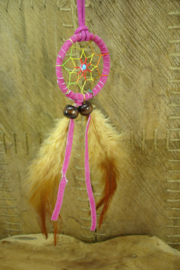 [ N-0539 ] Dromenvanger 4½cm. aan koord 80 cm. Roze met multicolor