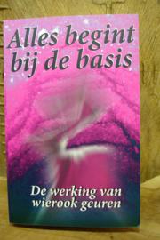 *[ N-0428 ] Boek; De werking van WIEROOK geuren