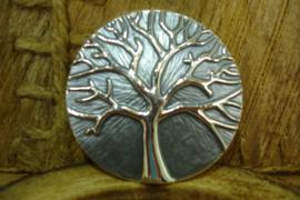 +[ N-0358 ] Magneet Broche Levensboom, 5 cm.  Grijs met Zilver boom