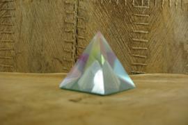 *[ N-0320 ] Kristal Piramide 5 x 5 cm. met Grijze piramide in midden