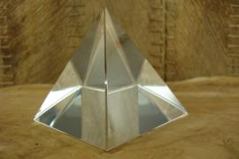 *[ N-0391 ] Piramide 8 x 8 cm. Geheel Helder