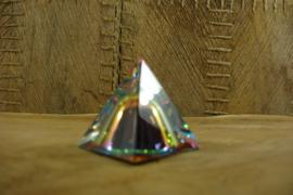 *[ N-0322 ] Heldere Piramide 4 x 4 cm. met kleurrijke tombe in midden