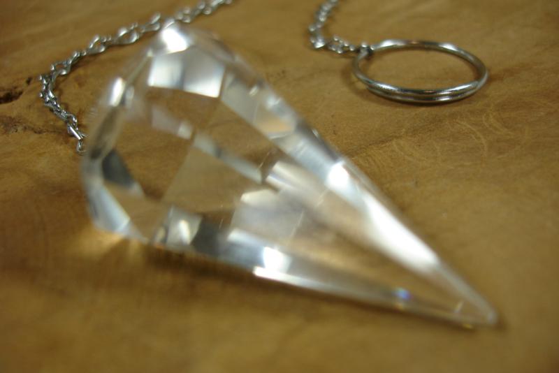 [ N-0447 ] Pendel Berg kristal,  3.7 x 2 cm.