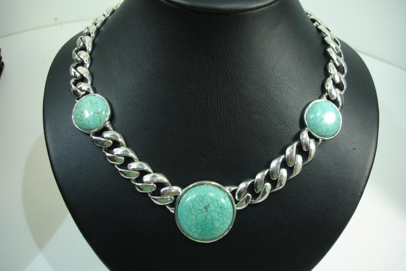 +[ 7121 ] Turquoise stenen met grove Ketting 48 cm.