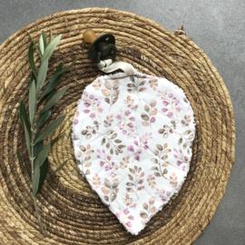 Speendoekje | Leaf  teddy+ roze blaadjes
