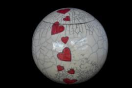 Raku urn met kersenrode harten (4,5 liter)