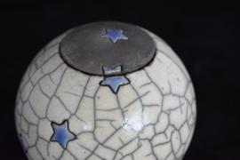 Mini urn met lavendel blauwe sterretjes