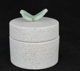 Keramische mini urn met pastelgroen vlindertje (100ml)