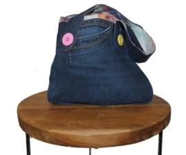 VERKOCHT - A-symmetrische denim handtas met grote knopen