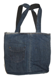 Sturdy shopper with dark stripes