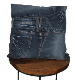 Cushion of stonewashed denim 40x40 cm